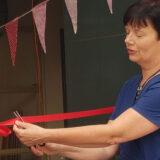 Foto: Wethouder van Onderwijs Roelie Bosch opent nieuwe locatie van de vrijeschool in Almere