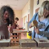 Kairos College: leerlingen zijn bezig met houtbewerking