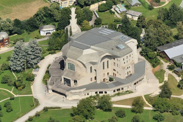 Foto: Goetheanum in Dornach, Zwitserland