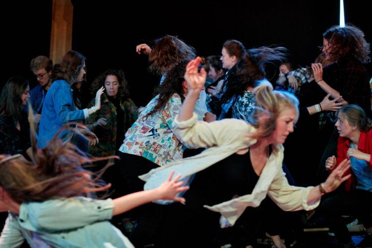 Performance studenten Hogeschool Leiden tijdens Waldorf100 Festival 2019 | fotograaf: Norbert Voskens